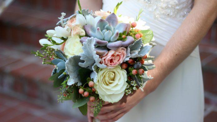 b1846ed0c4a7 Come scegliere il Bouquet da Sposa  fiori e forma