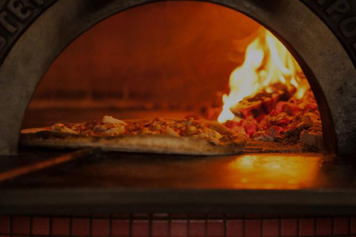 Come pulire il forno a legna con rimedi naturali e senza residui