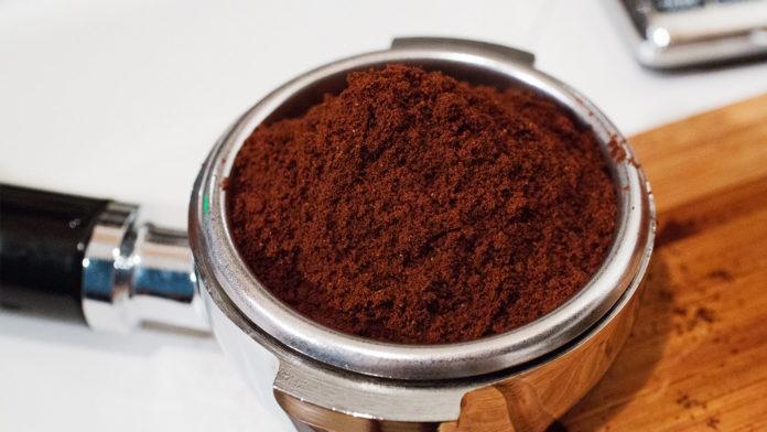 Riciclare fondi di caffè: utili per la cura della bellezza, della casa e del giardino