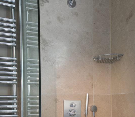 Come eliminare in modo naturale il Calcare dalla doccia