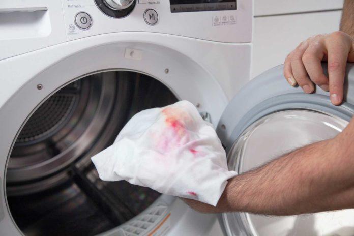 Macchie difficile sul bucato: come rimuoverle con trattamenti naturali