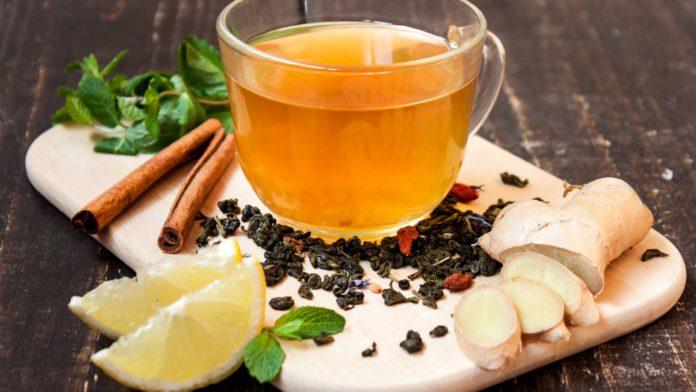 Tisana zenzero e limone: perché berla, benefici e come prepararla