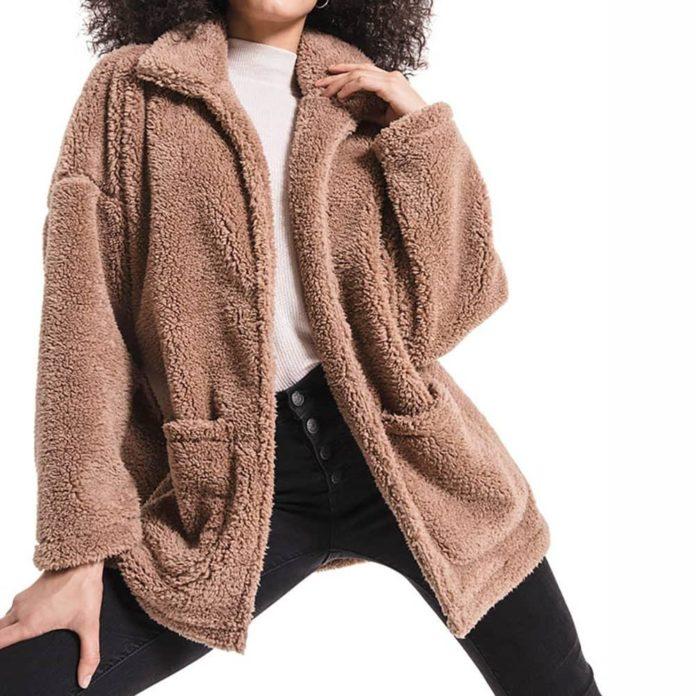 Teddy Coat, Cappotto effetto peluche: che cos'è, come indossarlo e con cosa abbinarlo