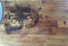 Come eliminare le macchie di bruciato dal pavimento con rimedi naturali