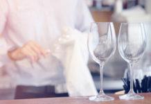 Come pulire e rendere i bicchieri brillanti: come fare e consigli