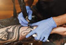 Infezione da Tatuaggio: che cos'è, come riconoscerlo, sintomi e cosa fare