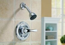 Come pulire e lucidare la manopola della doccia: cosa occorre e procedimento